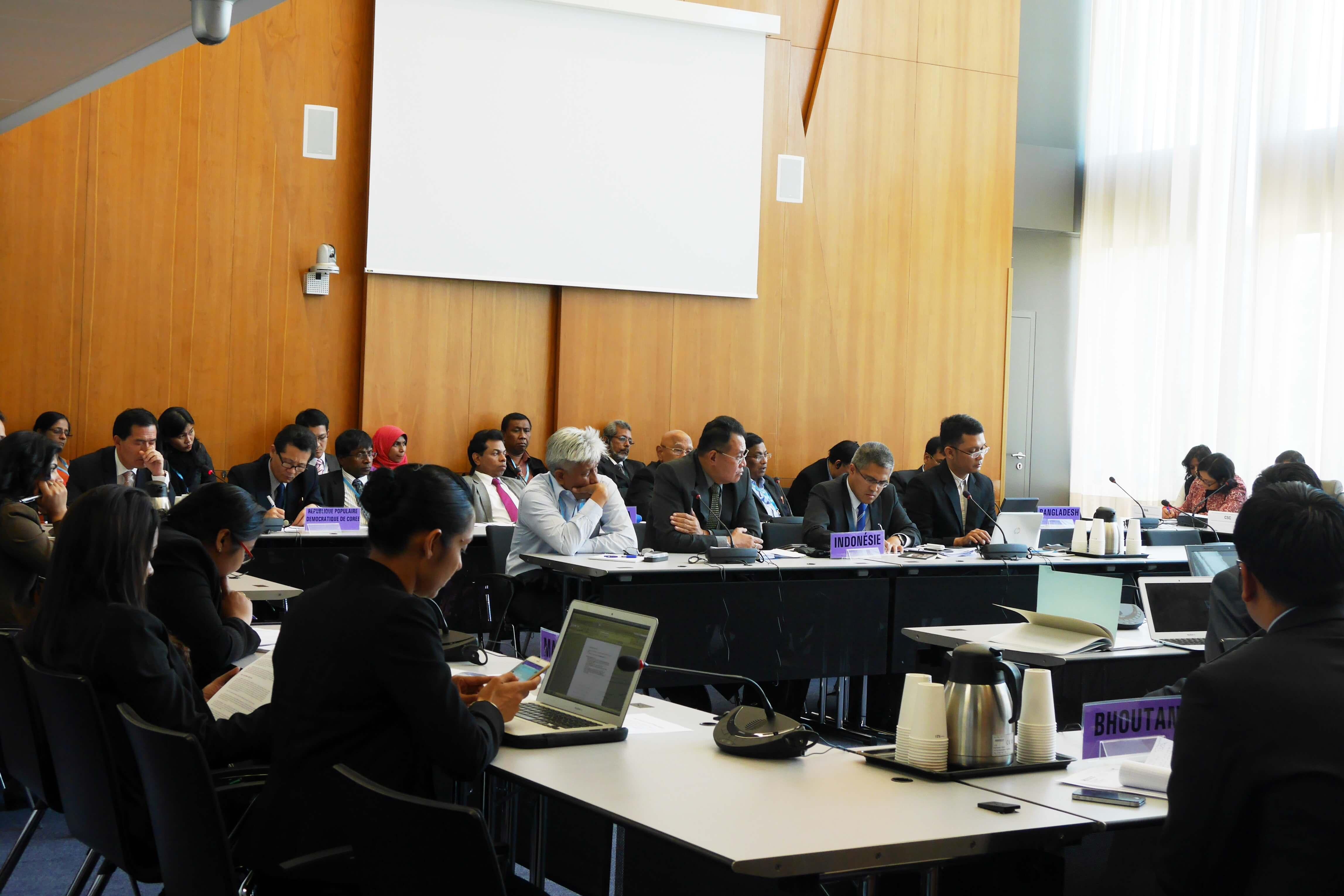 Informal Briefing anggota WHO SEAR membahas isu-isu aktual yang akan diangkat pada pertemuan WHA - 68 di Geneva. Dirjen PP dan PL Dr. M. Subuh minta akgar penerapan vaksinasi polio injeksi di Indonesia dapat ditunda karena alasan geografis yang perlu persiapan lebih matang. (gi/17-05)