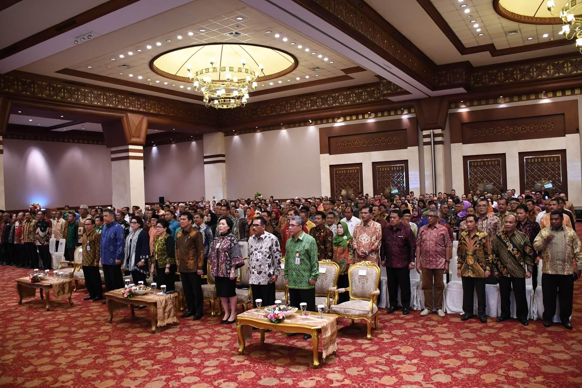 21-2-2017-menyanyikan-lagu-indonesia-raya