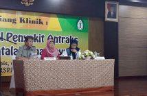 (dari kiri) drh. Pudjiatmoko, Phd, dr. Chita Septiawati, dan Direktur Medik dan Keperawatan RS Penyakit Infeksi (RSPI) Prof. Sulianti Saroso, dr. Dyani Kusumowardhani, Sp. A (K) pada sesi diskusi Siang Klinik tentang Mengenal Penyakit Antraks dan Penatalaksanannya, di Auditorium RSPI. Prof. Dr. Sulianti Saroso Jakarta, Kamis (9/2/2017). Mengingat antraks adalah penyakit menular akut diperlukan upaya pengenalan dan pencegahan lebih mendalam dan pihak RSPI siap mengadakan Siang Klinik di daerah-daerah.