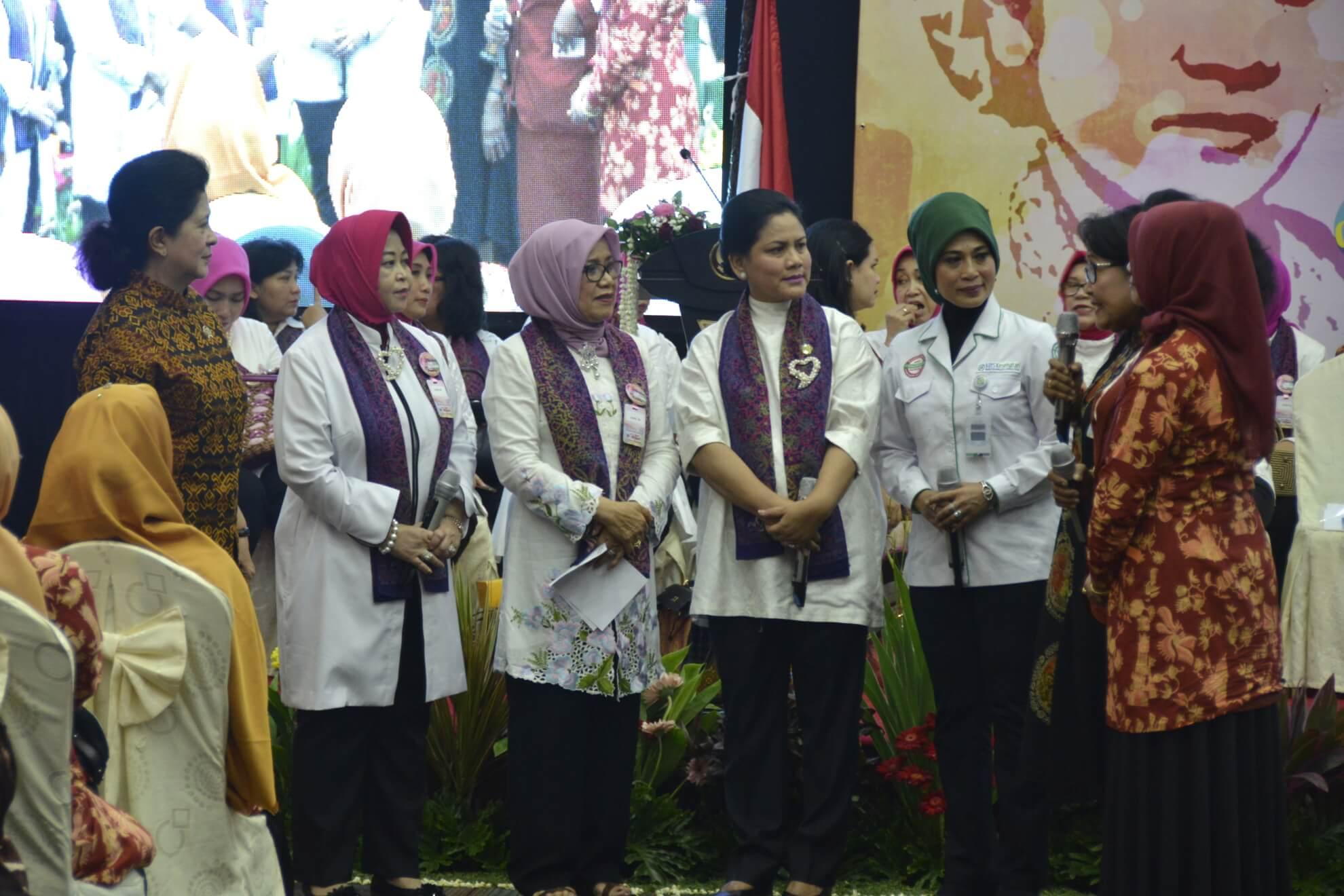 dialog-interaktif-bersama-menkes-iriana-joko-widodo-dan-mufidah-jusuf-kalla-dalam-aksi-dharma-wanita-persatuan