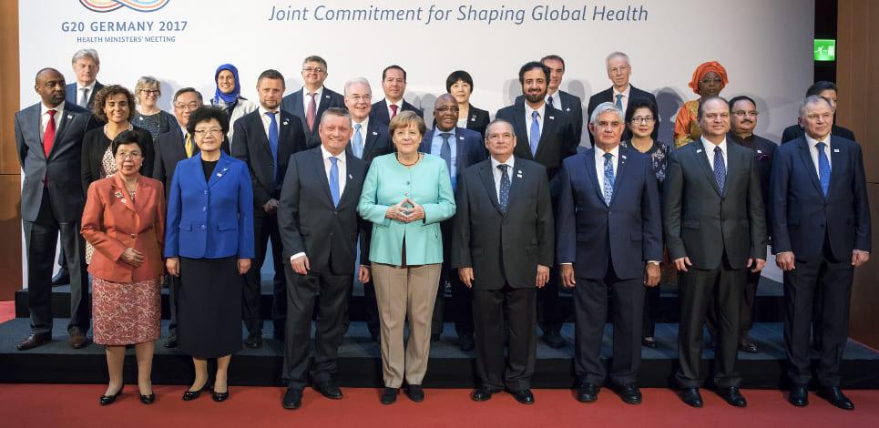 Menteri Kesehatan RI di tengah para Menteri Kesehatan G20 pada Pertemuan Menteri Kesehatan G20 di Berlin, tanggal 19-20 Mei 2017