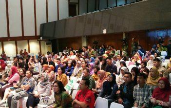 """Peserta Sarasehan """"Penuhi Hak Anak untuk Hidup Sehat Melalui Imunisasi"""" dalam rangka Pekan Imunisasi Dunia 2017 di Balaikota Jakarta, Sabtu (29/4). Kerjasama multisektor diperlukan agar target cakupan imunisasi yang tinggi dan merata bisa tercapai."""