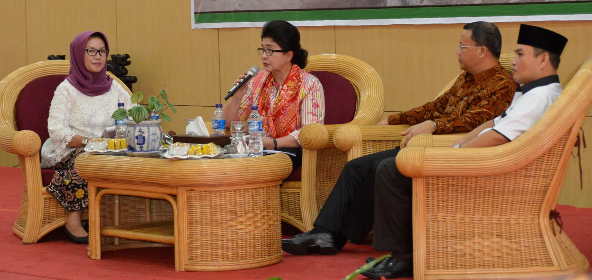 13-05-2017 Menkes Nila Moeloek Menyampaikan Potensi Gizi pada Bahan Pangan bersumber Ikan pada Dialog Rakerkesda Provinsi Bengkulu (R46)