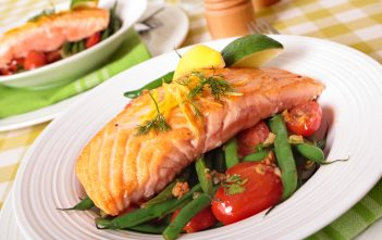 Grilled salmon steak with green beans and cherry tomatoes