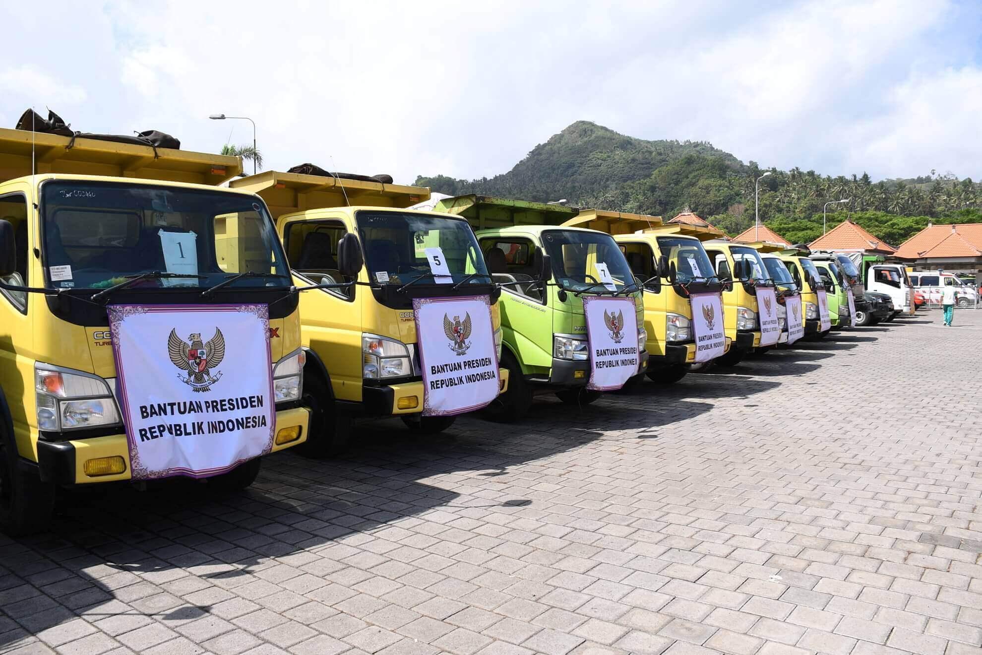 bantuan-bahan-pokok-oleh-presiden-ri-di-pos-komando-desa-karangasem