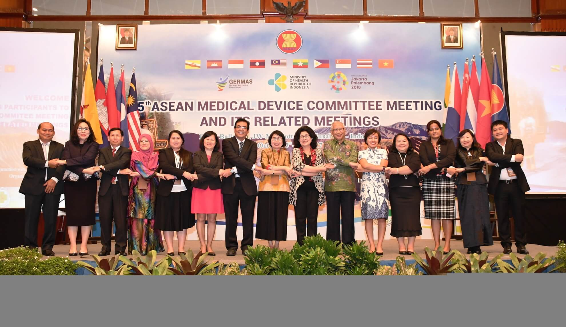 4-10-2017-foto-bersama-5th-asean-medical-devie-commitee-meeting-jw-mariot-surabaya-1