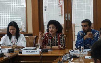 Menteri Kesehatan RI, Nila Farid Moeloek, didampingi Staf Khusus Menkes Bidang Peningkatan Kemitraan dan SDGs, Diah S. Saminarsih, dan EAT Board of Director, Usman Mushtaq