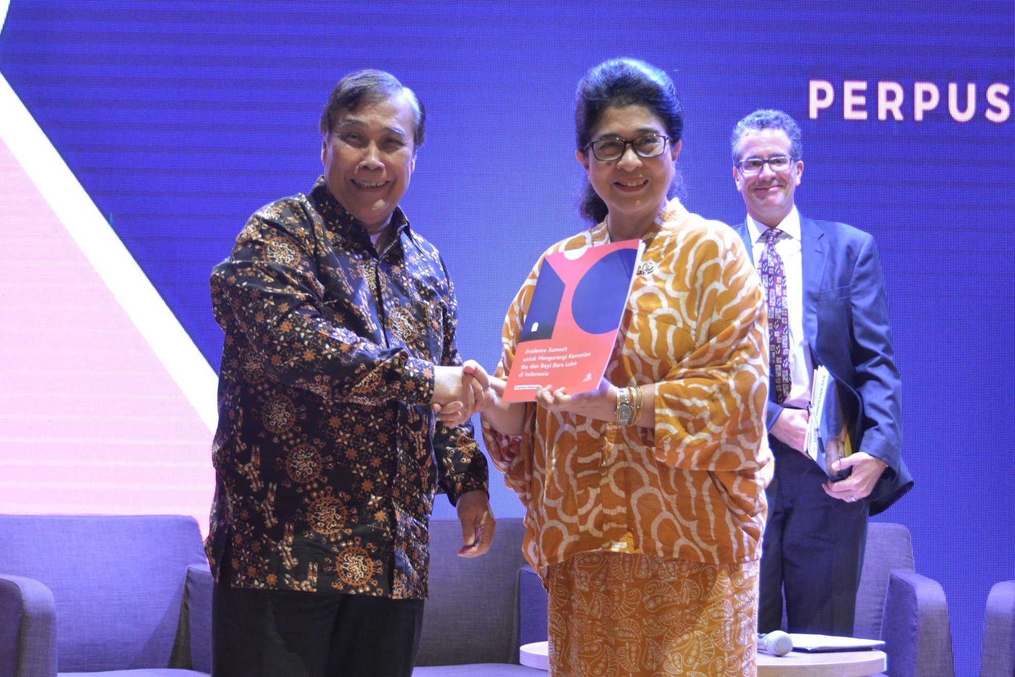 28-03-2018-menkes-menerima-hasil-rekomendasi-penelitan-tentang-kematian-ibu-dan-bayi-baru-lahir-di-indonesia-dari-aipi