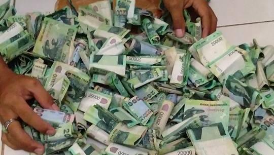Uang beli rokok ditabung