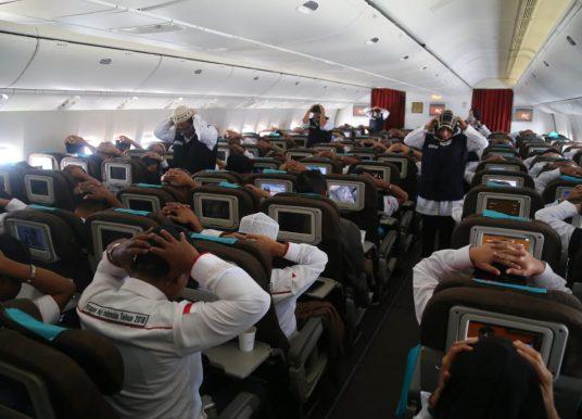 Tips Senam Peregangan di Dalam Pesawat bagi Jemaah Haji