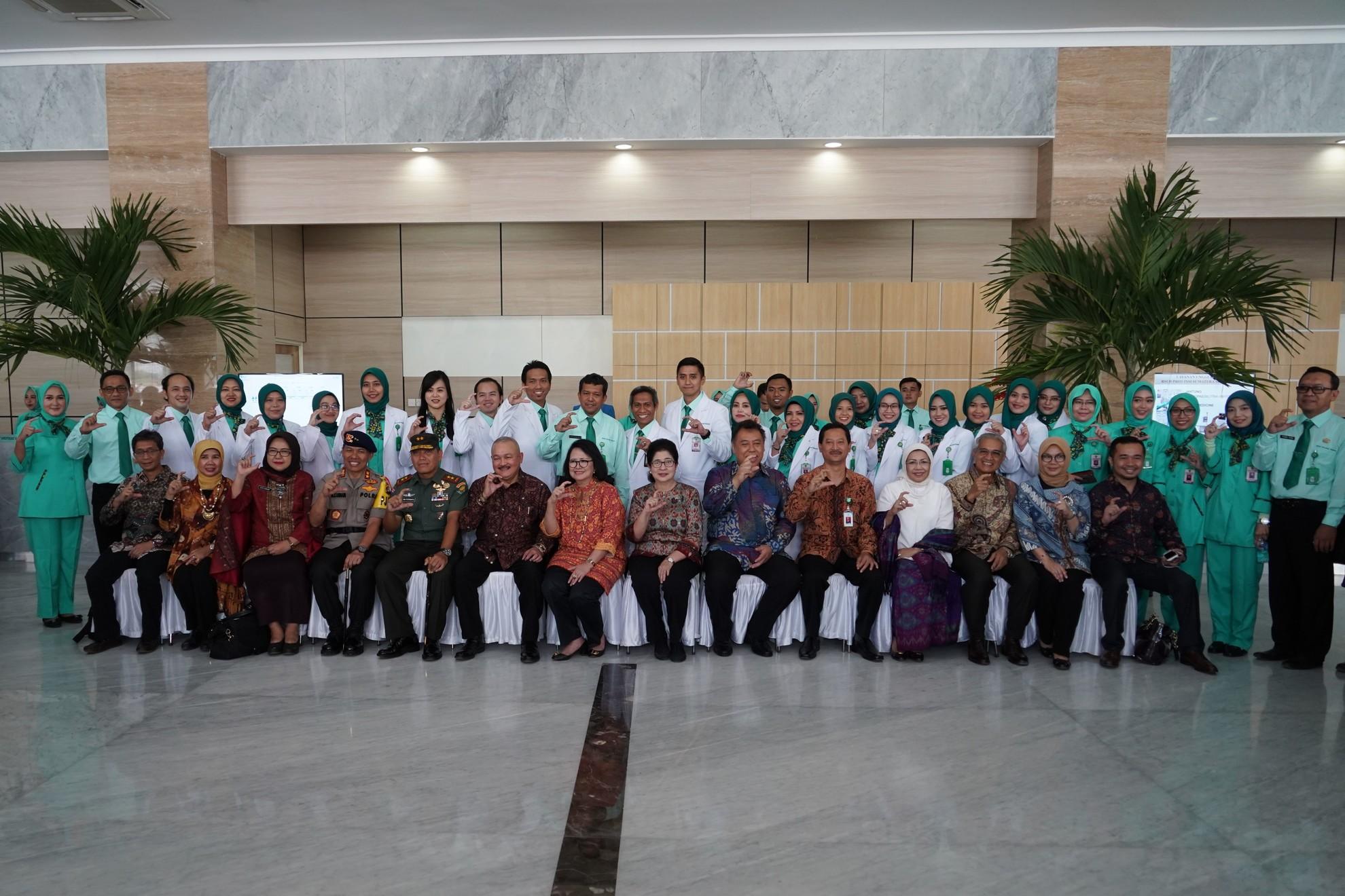 23-6-2018-foto-bersama-pd-peresmian-rsud-provinsi-sumatera-selatan