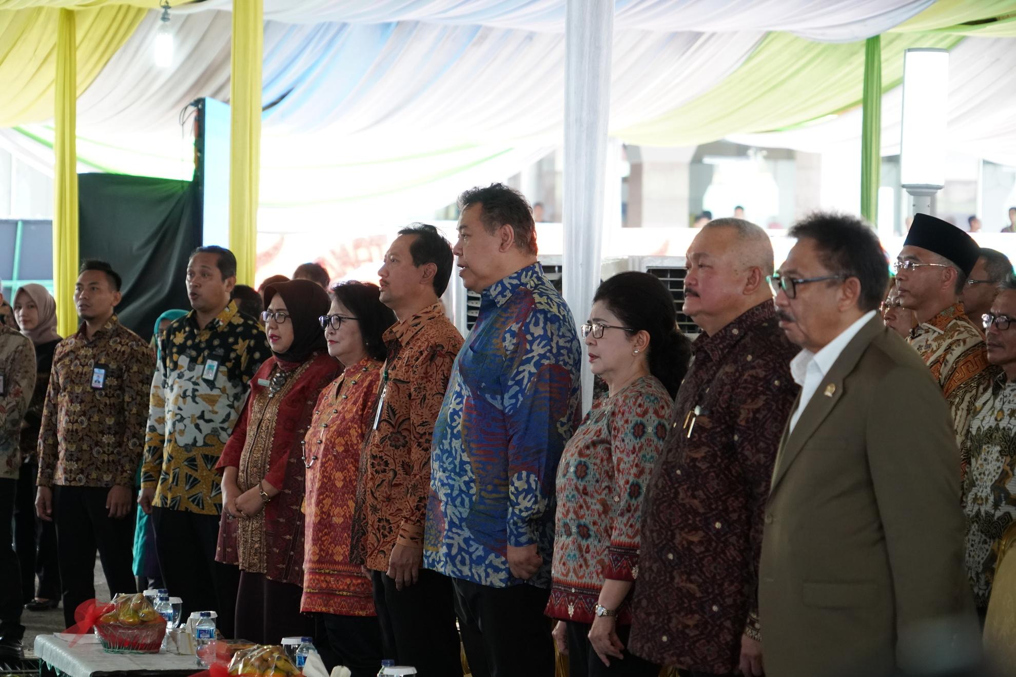 23-6-2018-menyanyikan-lagu-indonesia-raya-pd-peresmian-rsud-provinsi-sumatera-selatan-2
