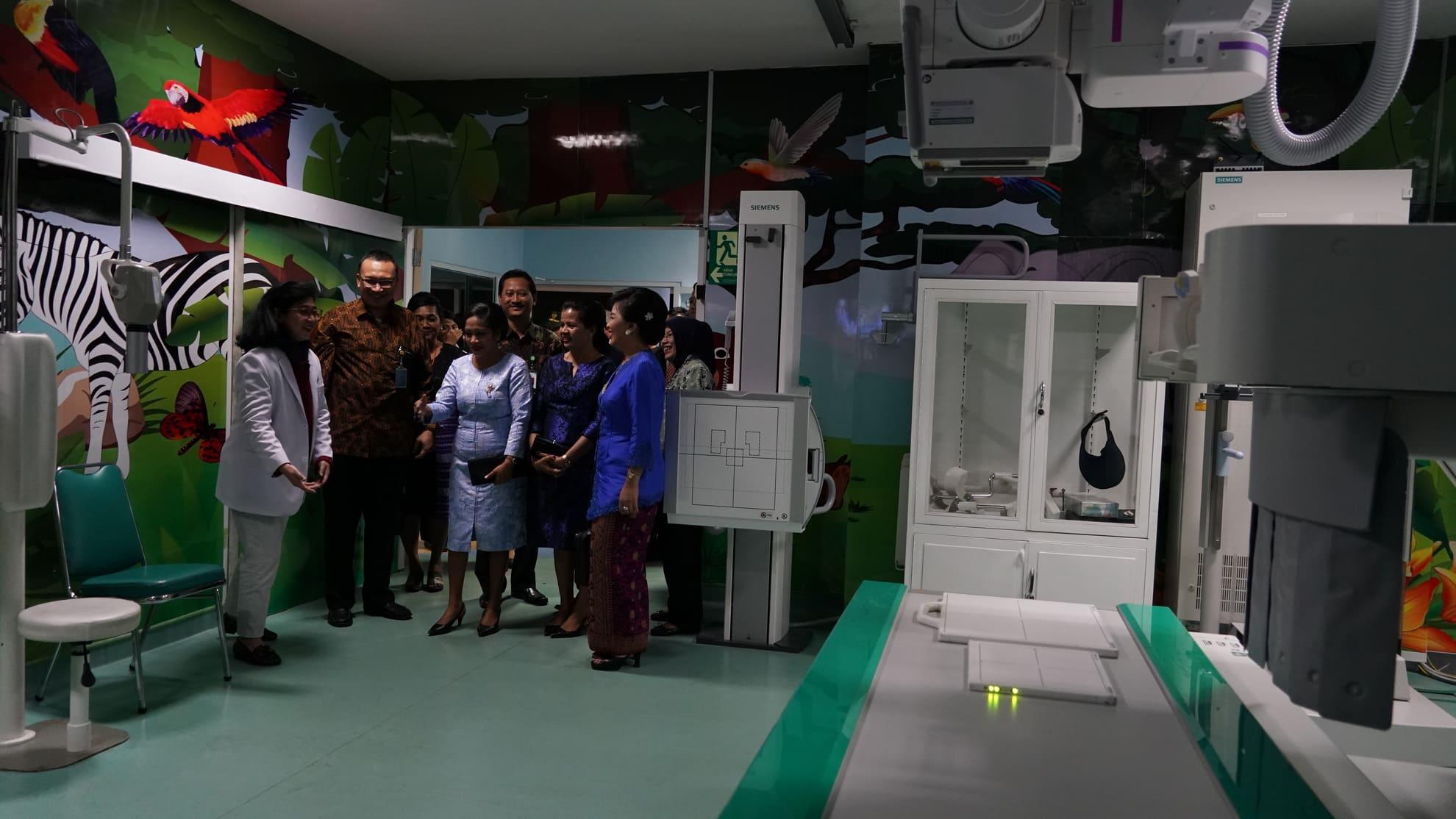 28-6-2018-kunjungan-ibu-negara-timor-leste-ke-ruang-perawatan-di-rsab-harapan-kita-tf-1