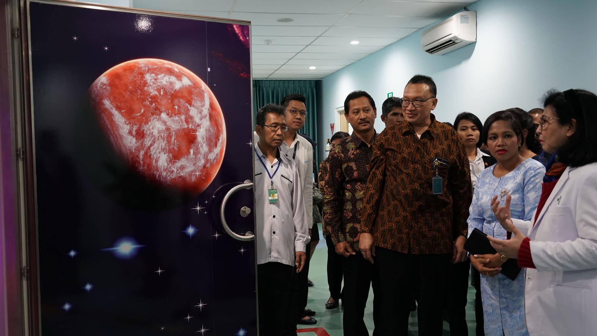 28-6-2018-kunjungan-ibu-negara-timor-leste-ke-ruang-perawatan-di-rsab-harapan-kita-tf-8