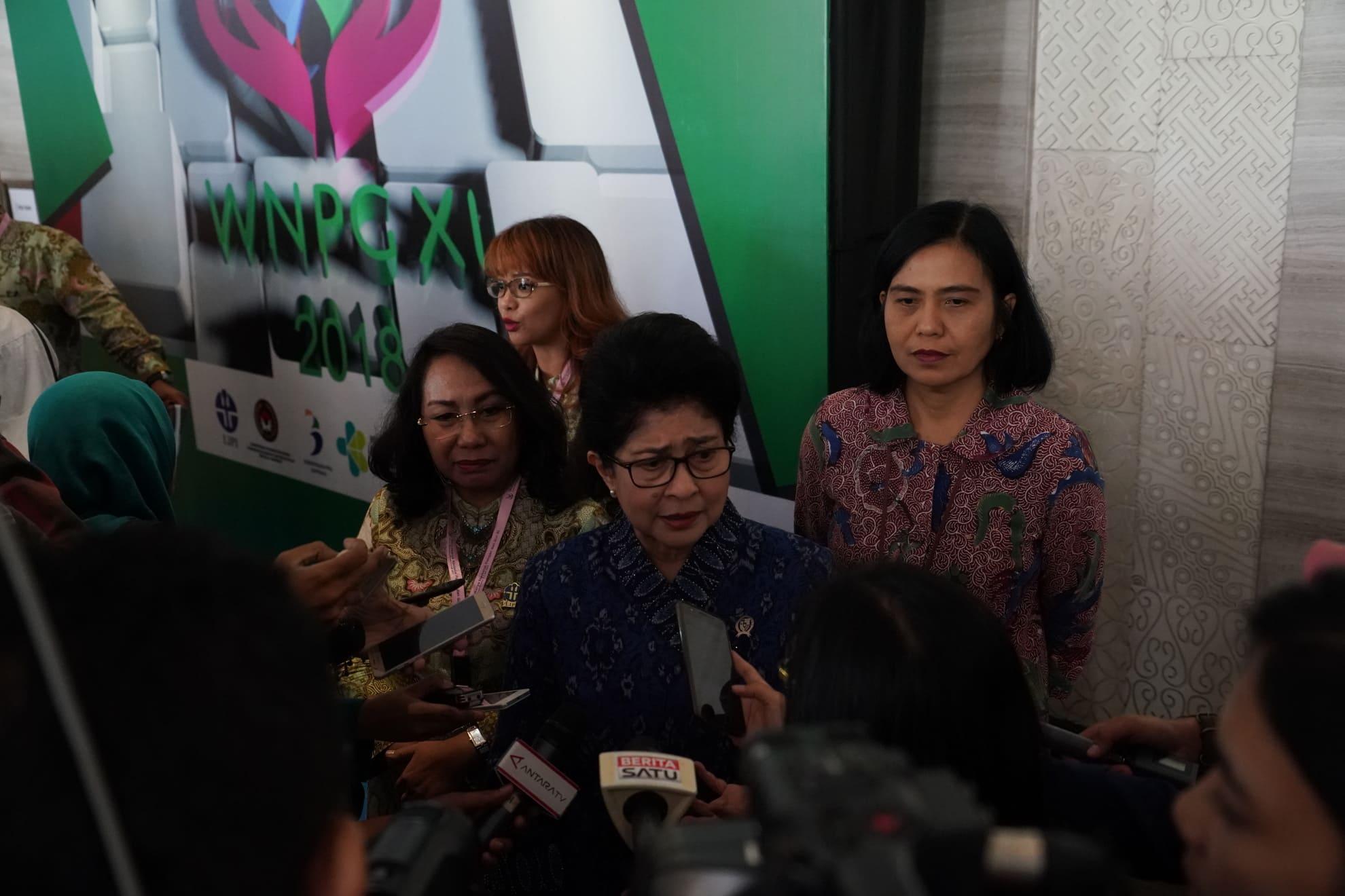 3-7-2018-menkes-melakukan-temu-media-pd-widyakarya-nasional-pangan-dan-gizi-xi