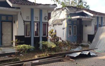 gedung Puskesmas yang roboh akibat Gempa