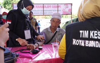 Pos Pelayanan Kesehatan di Lapangan Tennis Indoor Kalianda, Lampung Selatan saat ini telah menampung sekitar 1049 pengungsi yang berasal dari pulau Sibesi.